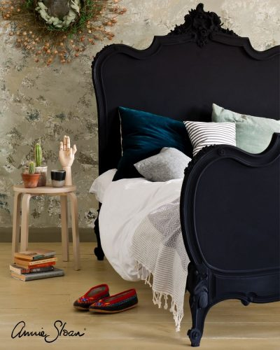 Athenian Black bedroom image 1